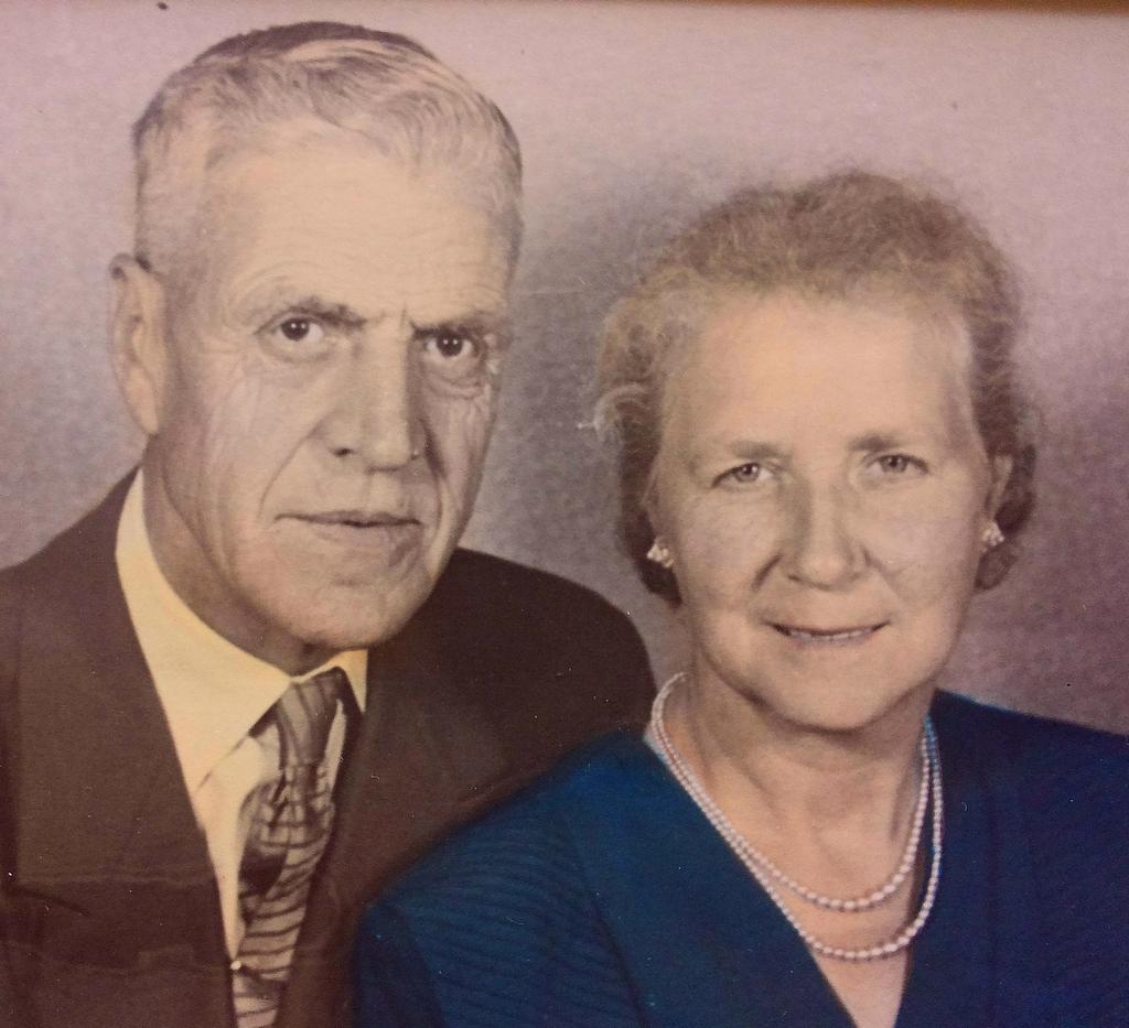 Ouder van Henny Zwager - Bakker, kort na de oorlog